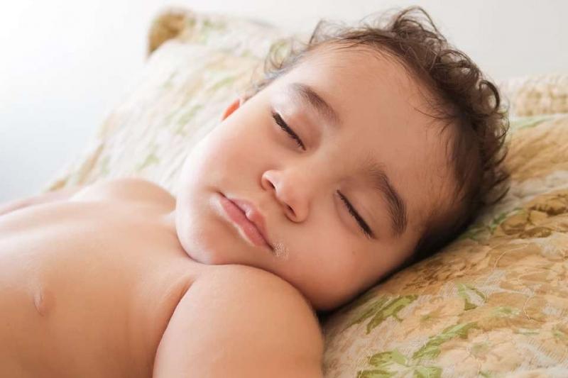 睡觉时头出汗身体凉的原因睡觉时头出汗身体凉的注意事项